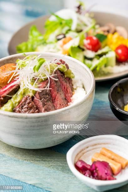 日本食、丼和牛丼 - 副菜 ストックフォトと画像