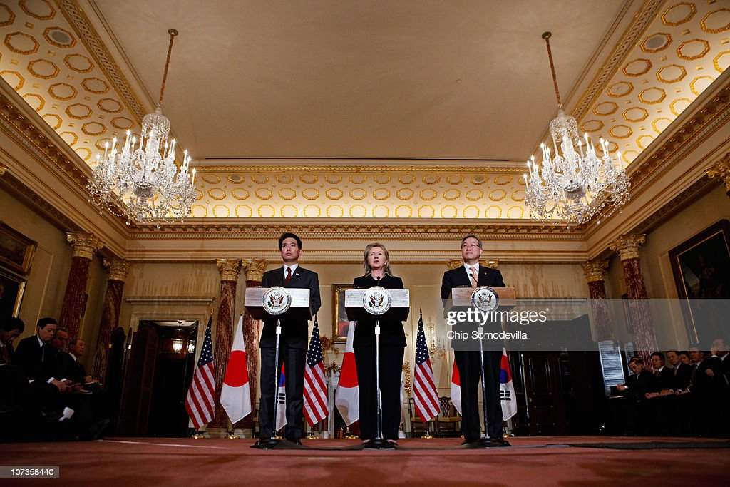 Clinton Meets With Japanese And South Korean FM's Over Response To N. Korea