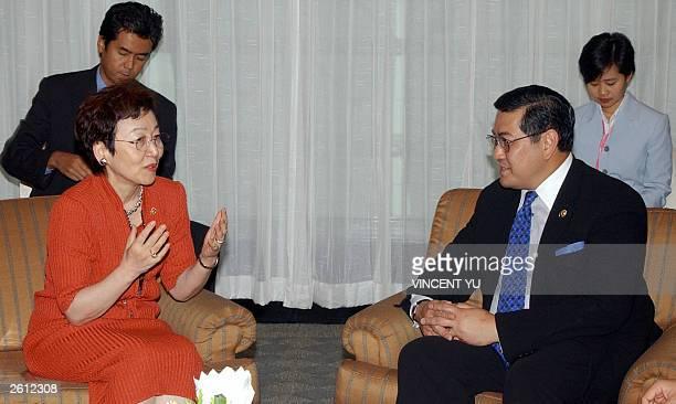 Japanese Foreign Minister Yoriko Kawaguchi holds talks with Thailand's Foreign Minister Surakiart Sathirathai 18 October 2003 in Bangkok at the...