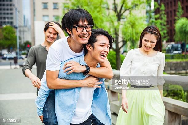 日本のご友人やご同僚と街の