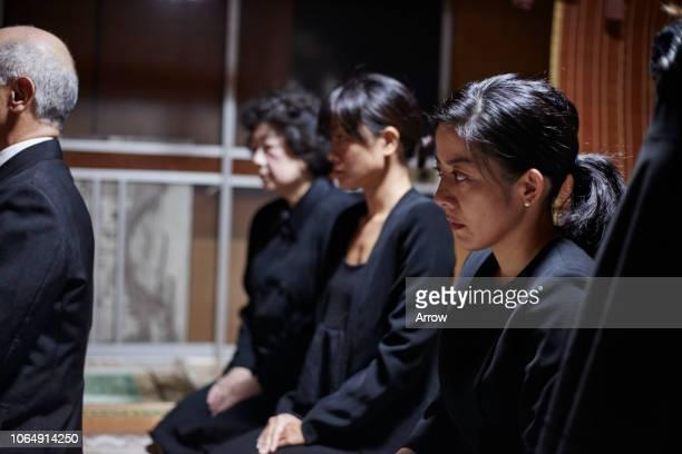 japanese funeral ceremony - gedenkveranstaltung stock-fotos und bilder