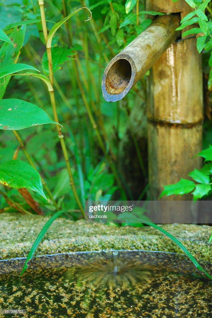 Japanischer Garten Bambusspringbrunnen Stock-Foto   Getty Images