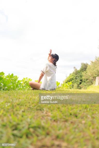 日本人の女の子。 - 若い女性一人 ストックフォトと画像