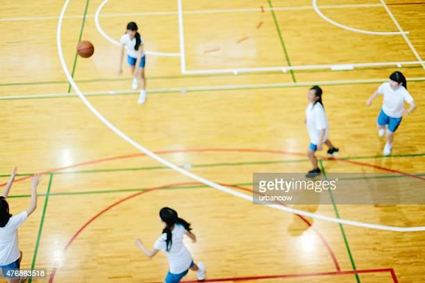 日本の高校ます。の体育館。子供のバスケットボール