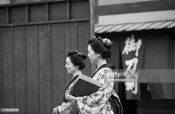 日本の主婦とトーアイスタジオオールドタウン京都日本での着物 - actor ストックフォトと画像