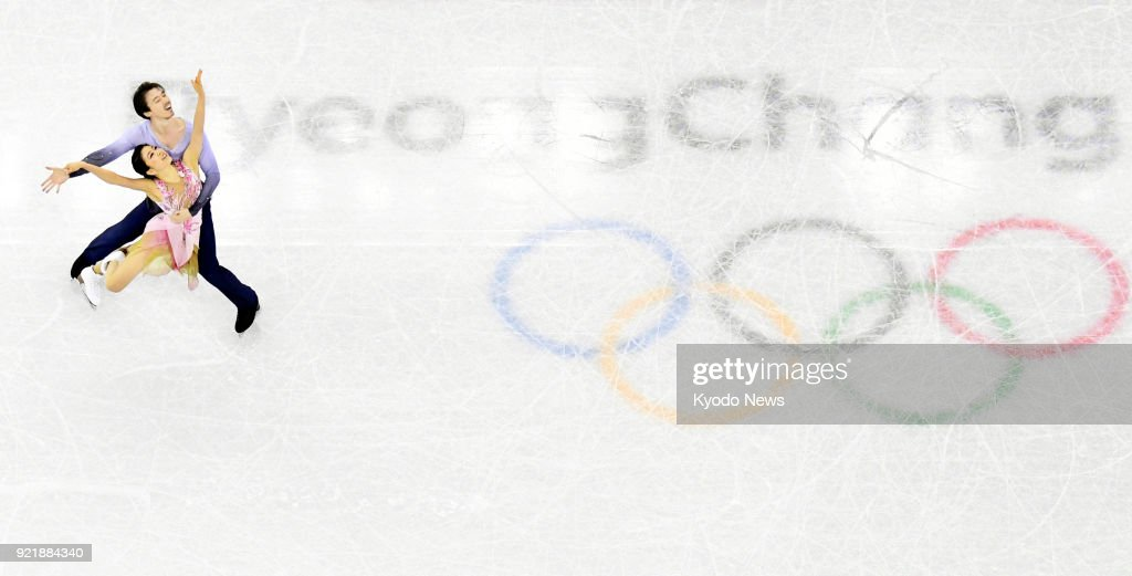 Japanese ice dancing duo Kana Muramoto (bottom) and Chris Reed perform in the free dance in Gangneung, South Korea, at the Pyeongchang Winter Olympics on Feb. 20, 2018. ==Kyodo