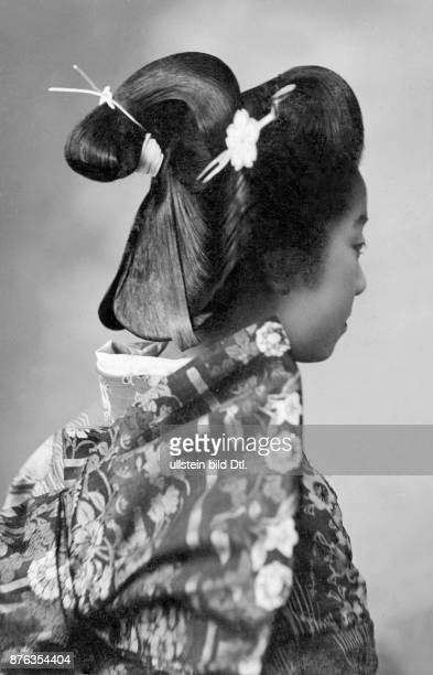 A Japanese lady wearing the 'Marumage' an elaborate hairstyle worn only by married women bun topnot