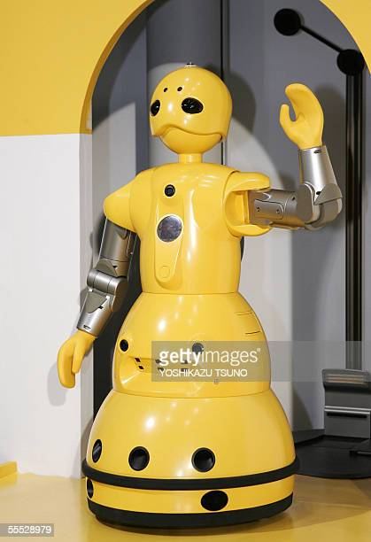 Japanese machinery maker Mitsubishi Heavy Industries' humanoid robot 'Wakamaru' greets at a press preview in tokyo 15 September 2005 Wakamaru enables...
