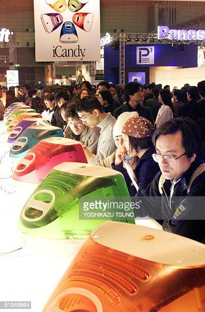 Japanese Macintosh fans try to operate five color variations iMac computers at the MacWorld Expo Tokyo at the Makuhari Messe in suburban Tokyo 18...