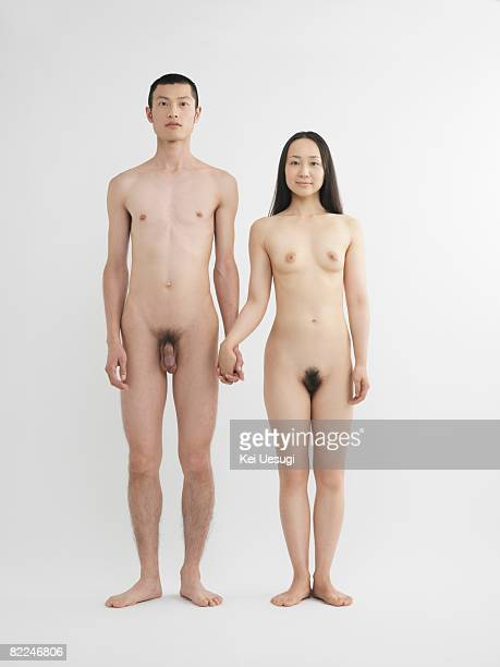 japanese man and woman holding hands together - hommes nus photos et images de collection