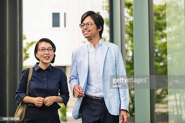 日本の男性と女性 - ミッドアダルト ストックフォトと画像