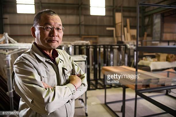 日本の男性 50 年代は、産業用の環境 - ワーキングシニア ストックフォトと画像