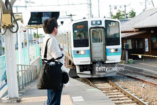 日本の男性ウェイツ日本鉄道穂高岳で長野