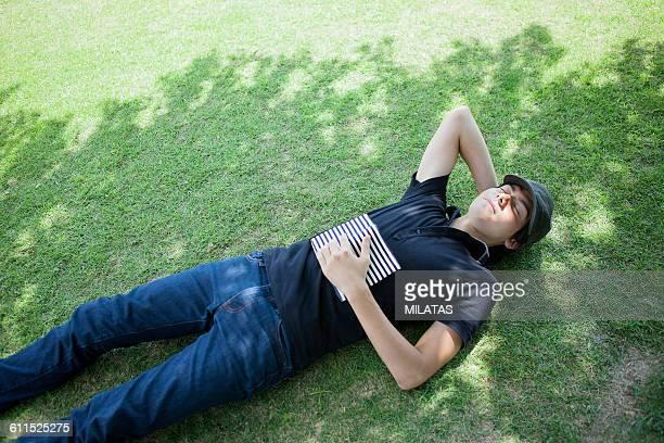 Japanese men to take a nap