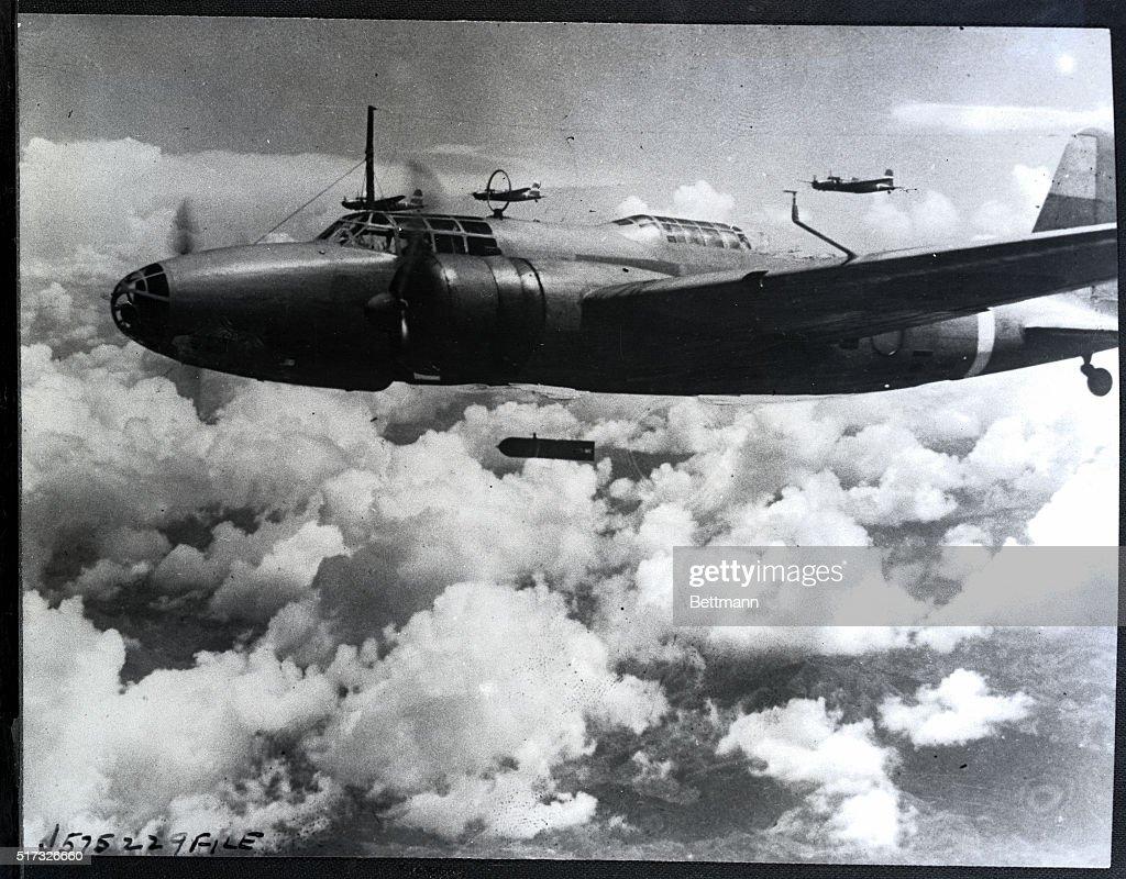 "Japanese Mitsubishi ""Dragon"" Bombers Over China 1940 : News Photo"