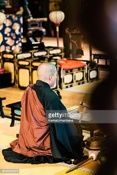 日本の僧侶 - 詠唱 ストックフォトと画像