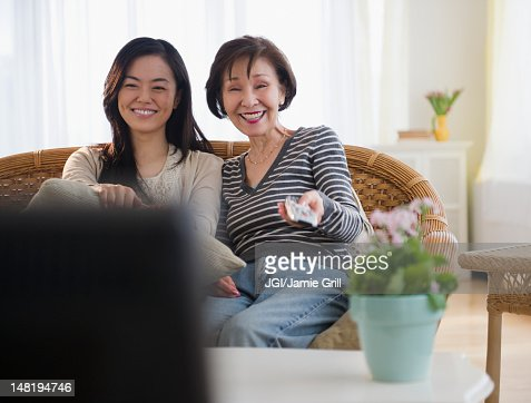 Japanese Mother And Daughter Watching Television Foto de