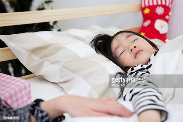 Japanese mothers put the daughter to sleep on Christmas night