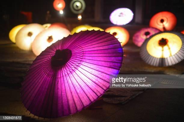 japanese night umbrella 3 - 鳥取県 無人 ストックフォトと画像