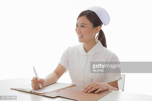 Japanese nurse to write to the medical record