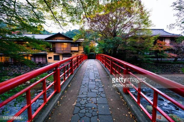 japanese old town scenery in autumn season - 温泉 ストックフォトと画像