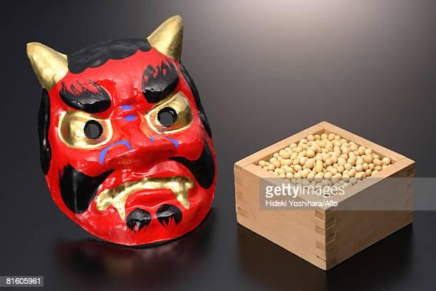 japanese 'oni' devil mask with box of 'edamame' soybeans - devil costume imagens e fotografias de stock