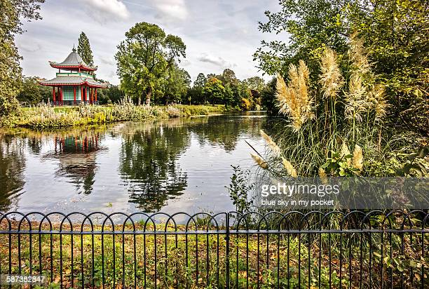 japanese pagoda in victoria park hackney - ビクトリア公園 ストックフォトと画像