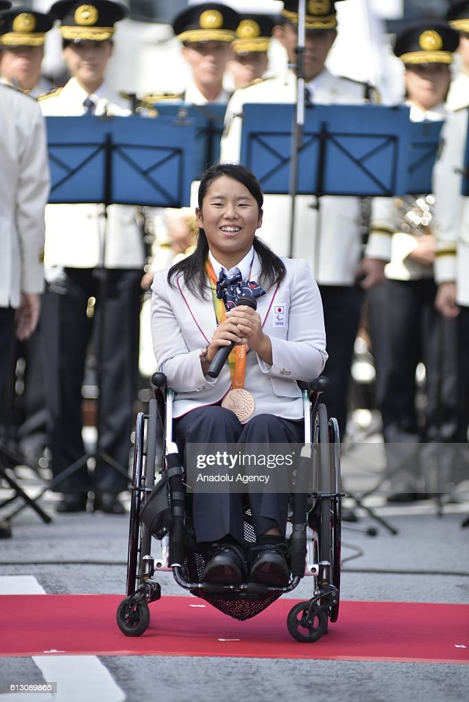 Japanese Olympic medalists parade in Tokyo : News Photo