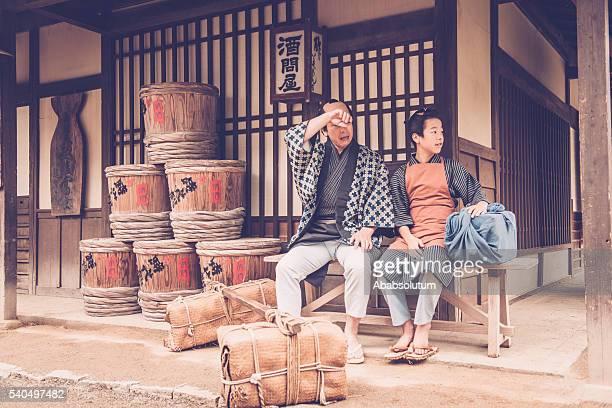 日本の段と彼の息子に負担休息、江戸時代 - edo period ストックフォトと画像