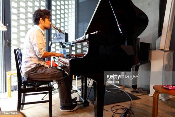 段階で実行する日本人ピアニスト