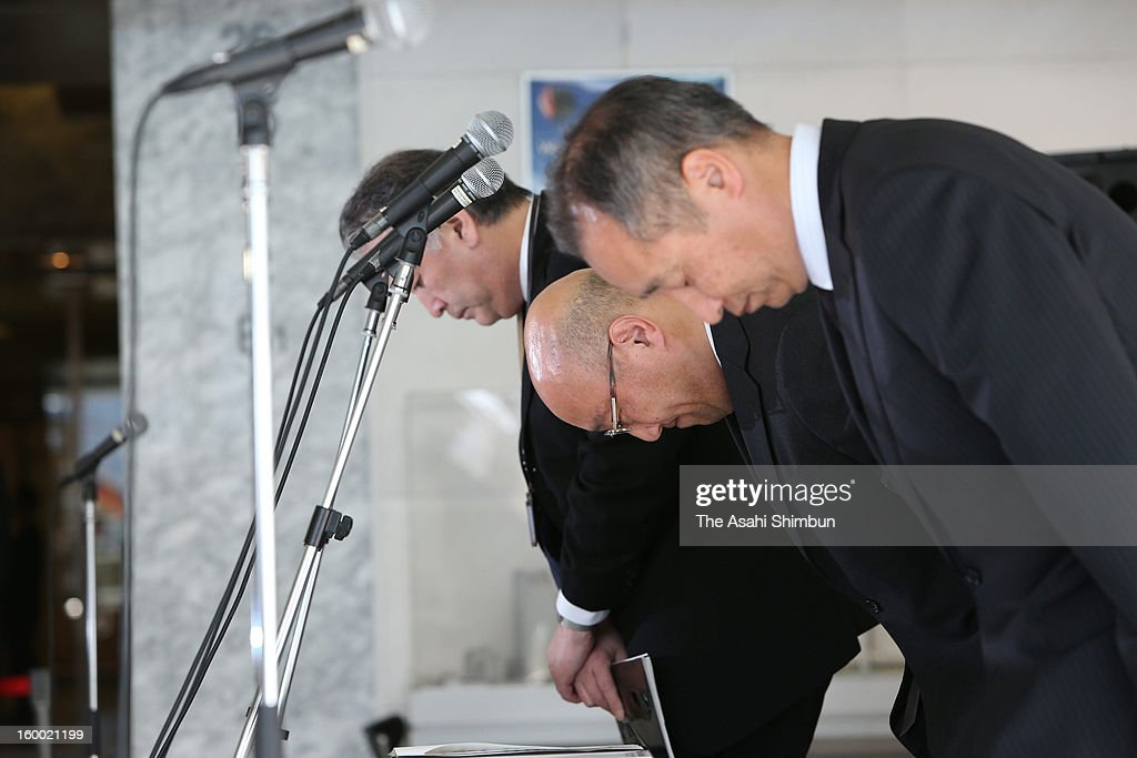Japanese plant constructor JGC Co president Koichi Kawana (C) bows to commemorate the victims during a press conference at the company headquarters on January 25, 2013 in Yokohama, Kanagawa, Japan. A Japanese government aircrafts carrying the seven survivors and the bodies of nine victims of the Algerian hostage crisis return home.