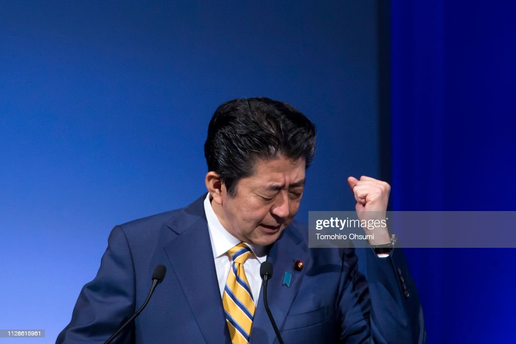 Japanese Prime Minister Shinzo Abe Attends His Party Convention : ニュース写真