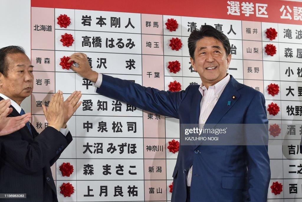 TOPSHOT-JAPAN-POLITICS-VOTE : News Photo