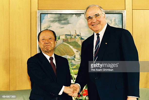 Japanese Prime Minister Kiichi Miyazawa shakes hands with German Chancellor Helmut Kohl during their summit meeting on April 30 1992 in Bonn Germany...