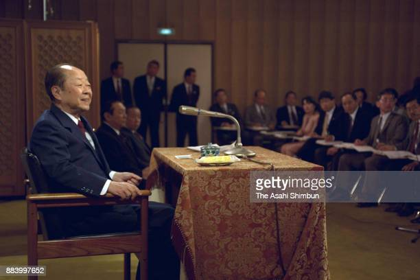 Japanese Prime Minister Kiichi Miyazawa speaks during a press conference at his official residence on April 13 1992 in Tokyo Japan