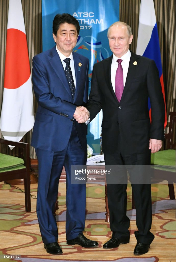 ¿Cuánto mide Shinzo Abe? - Real height Japanese-prime-minister-shinzo-abe-and-russian-president-vladimir-picture-id872431172
