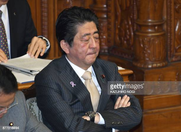 Japanese Prime Minister Shinzo attends the plenary session of the lower house of parliament in Tokyo on November 22 2017 / AFP PHOTO / KAZUHIRO NOGI
