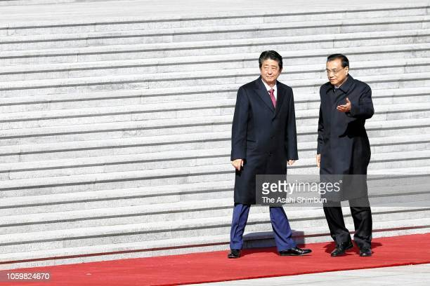 Japanese Prime Minister Shinzo Abe attends the welcome ceremony with Chinese Premier Li Keqiang at the Great Hall of the People on October 26 2018 in...