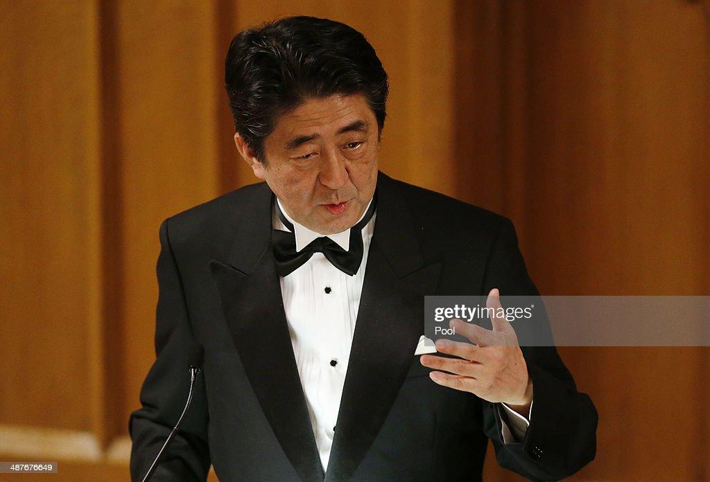 Japanese Prime Minister Shinzo Abe Visits London : News Photo