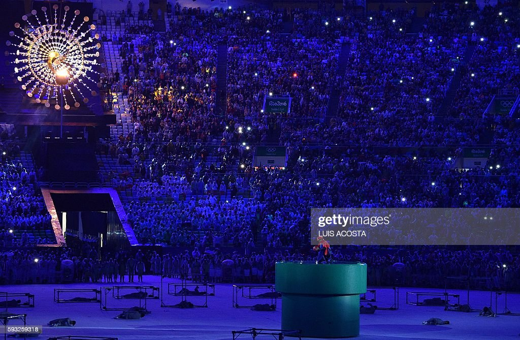 TOPSHOT - Japanese Prime Minister Shinzo Abe, dressed as Super Mario, holds a red ball during the closing ceremony of the Rio 2016 Olympic Games at the Maracana stadium in Rio de Janeiro on August 21, 2016. / AFP / LUIS