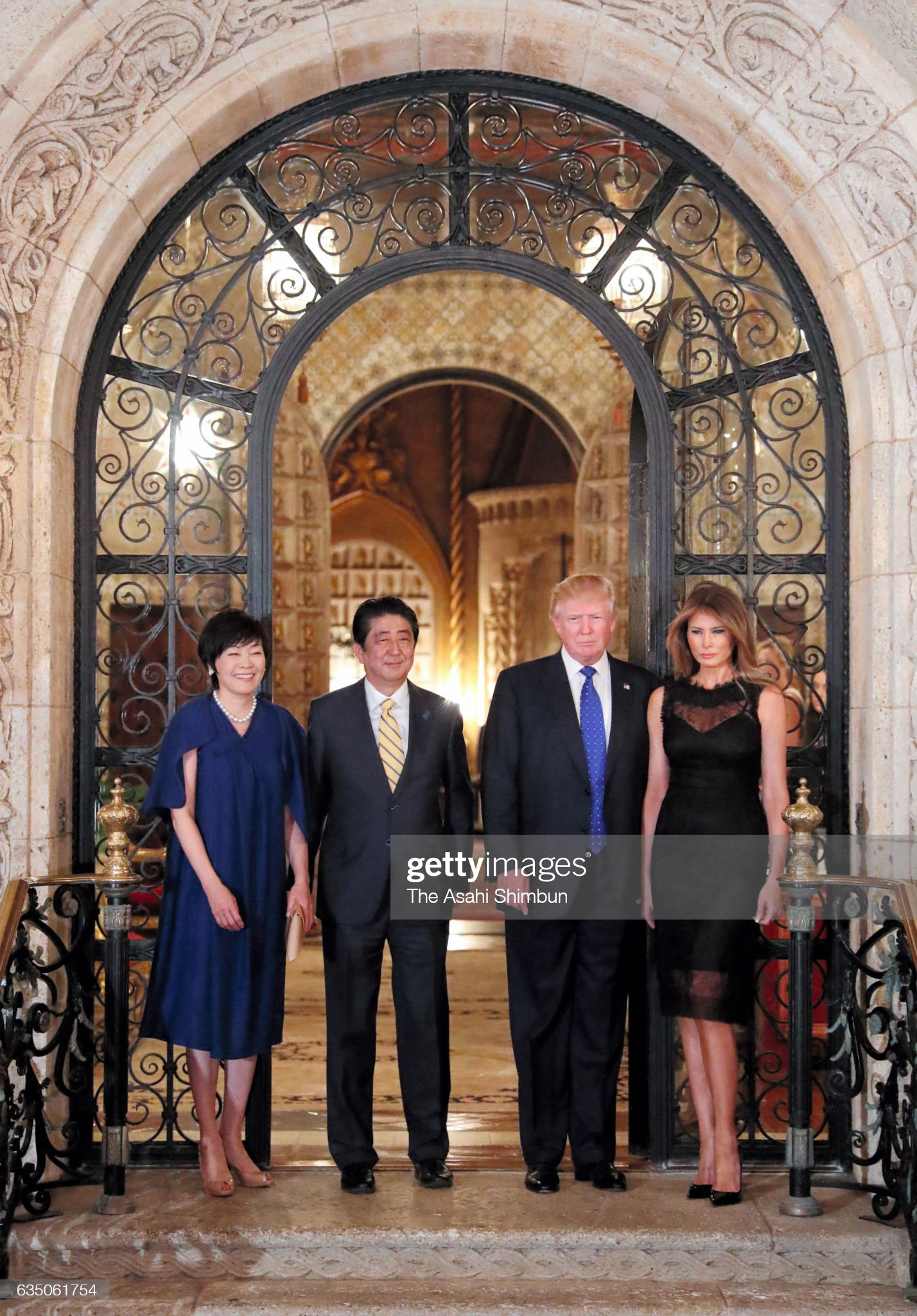 ¿Cuánto mide Donald Trump? - Estatura real y peso - Real height and weight - Página 6 Japanese-prime-minister-shinzo-abe-his-wife-akie-us-president-donald-picture-id635061754?s=2048x2048