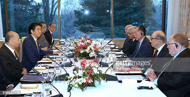 Japanese Prime Minister Shinzo Abe holds a discussion with former FRB Chairman Alan Greenspan and World bank President Kim Jim Yong at the Official...