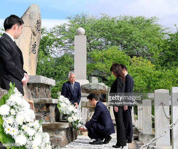 Japanese Prime Minister Shinzo Abe offers a wreath at a Honolulu cemetery for Japanese on December 26 2016 in Honolulu Hawaii On December 27 Abe will...