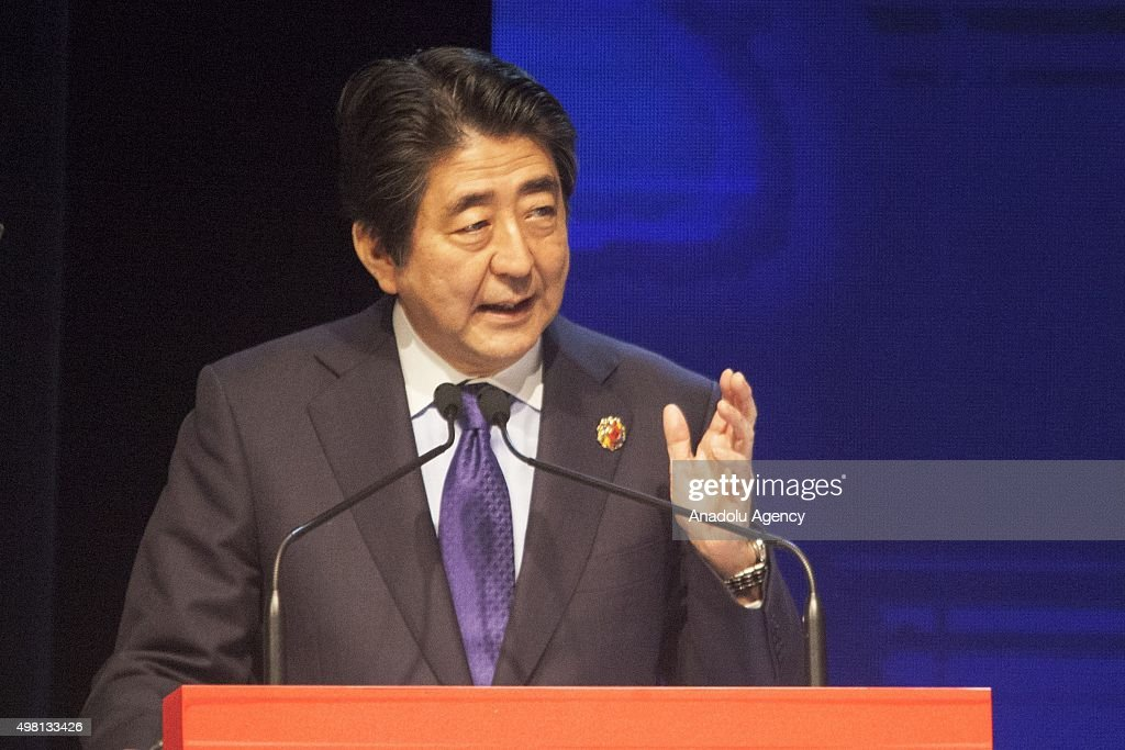 Japanese PM Abe at ASEAN Business and Investment Summit in Malaysia : News Photo