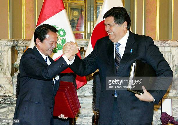 Japanese Prime Minister Taro Aso and Peruvian President Alan Garcia attend a joint press conference after their bilateral meeting on the sidelines of...