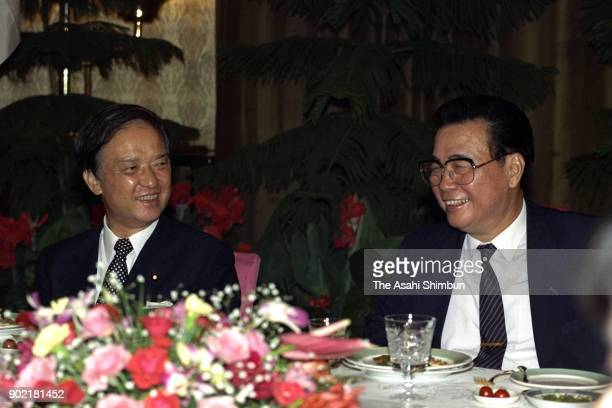 Japanese Prime Minister Toshiki Kaifu and Chinese Premier Li Peng talk during their dinner at the Great Hall of the People on August 10 1991 in...