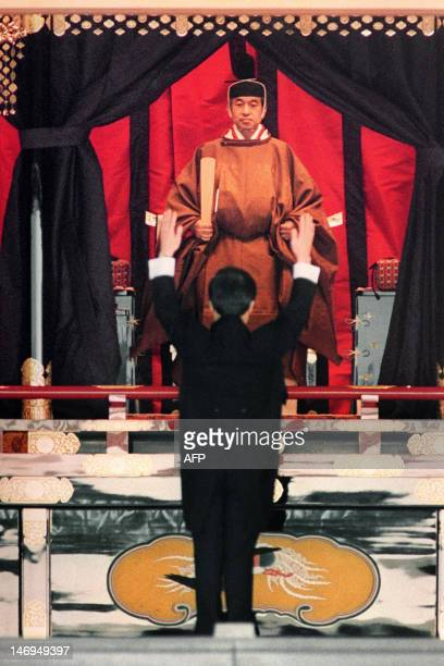 Japanese Prime Minister Toshiki Kaifu shouts banzai cheer for Emperor Akihito during the enthronement ceremony at the Imperial Palace November 12...
