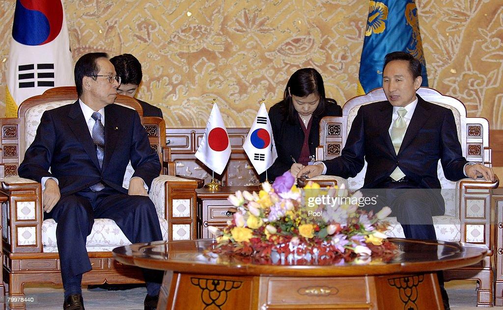 Lee Myung-Bak Sworn In As New South Korean President : ニュース写真