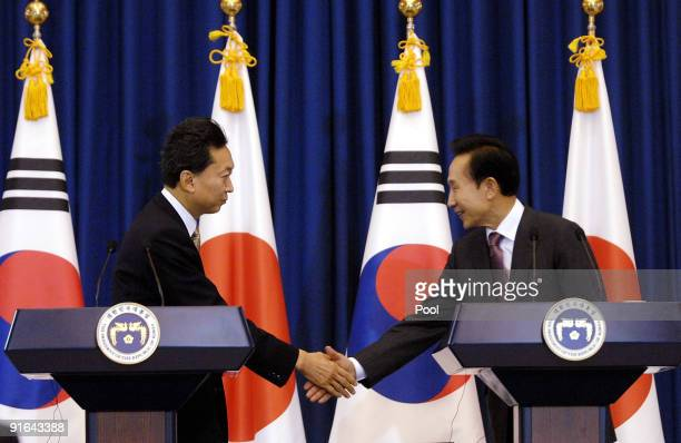 Japanese Prime Minister Yukio Hatoyama and South Korean President Lee MyungBak shake hands during the joint press conference at the presidential Blue...