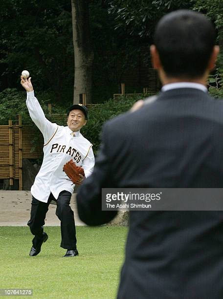 Japanese Prime Minister Yukio Hatoyama play pitch with former Pittsburgh Pirates pitcher Masumi Kuwata at Hatoyama's official residence on September...